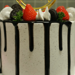 <strong>8 inch Vanilla, Chocolate or Red Velvet Buttercream Drip Cake</strong>